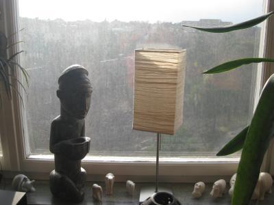 Maken har lovat att han skall beställa en fönsterputsare ...