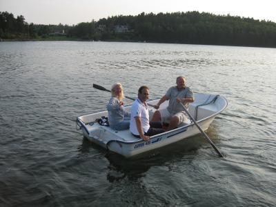 """Här får maken ro våra gäster tillbaka, motorn är hos """"båtdoktorn"""" ..."""