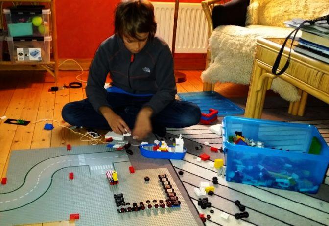 Barnbarnet hittade direkt till legolådan ...