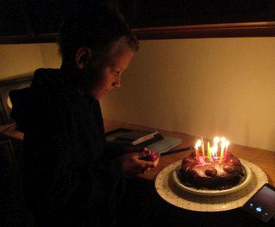Ljusen i tårtan tänds ...